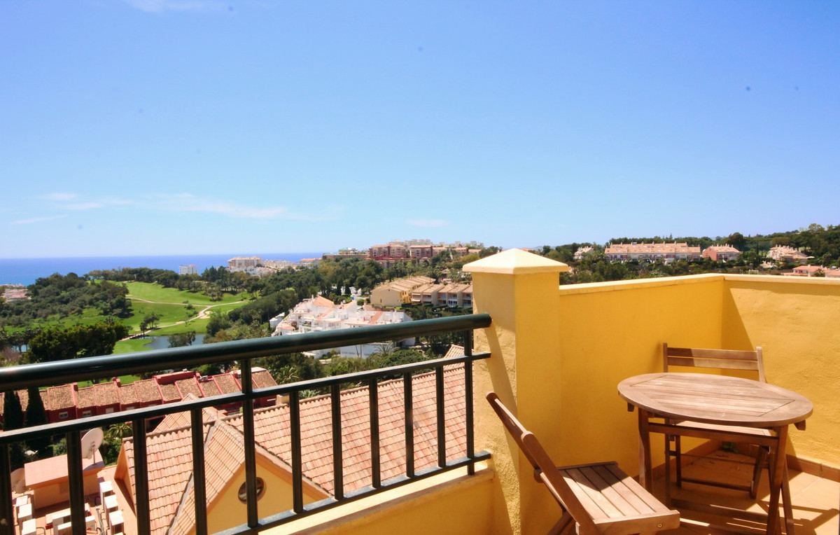 Immaculate south facing apartment with breathtaking sea views. Situated in a quiet area in Torrequeb,Spain