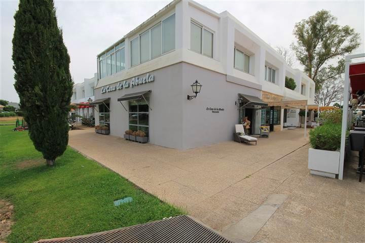 Freehold, commercial local in the busy Guadalmina commercial centre, San Pedro de Alcantara. The pro,Spain