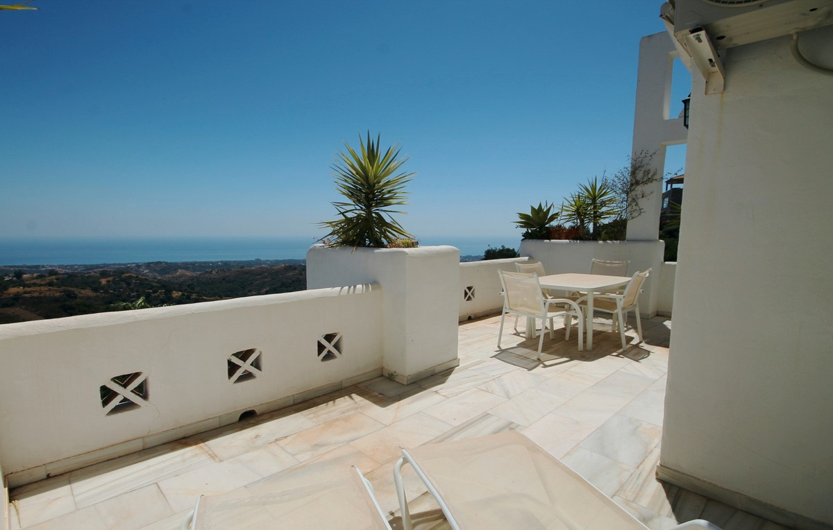 BREATHTAKING SEA VIEWS!!! This lovely south facing duplex top floor apartment lies on the hills of E,Spain