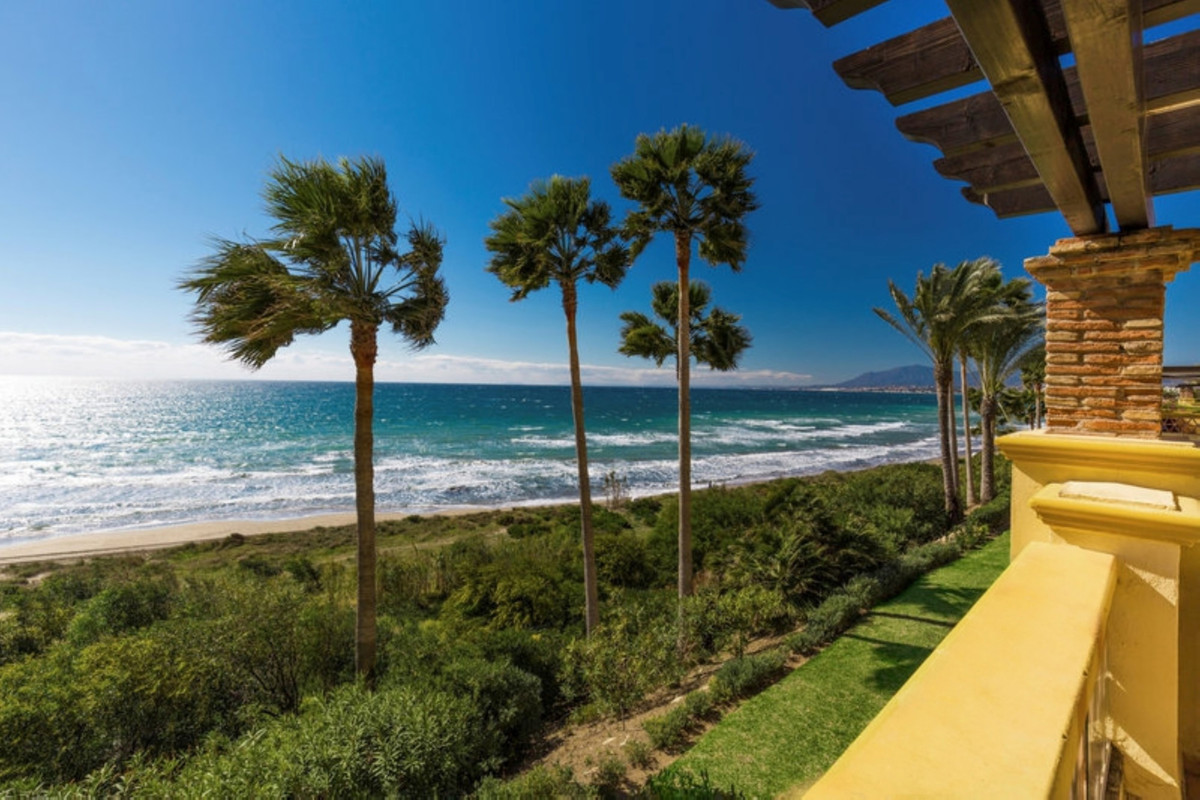 Don't miss the opportunity: remarkable BEACHFRONT 2 bedroom apartment situated in the highly so,Spain