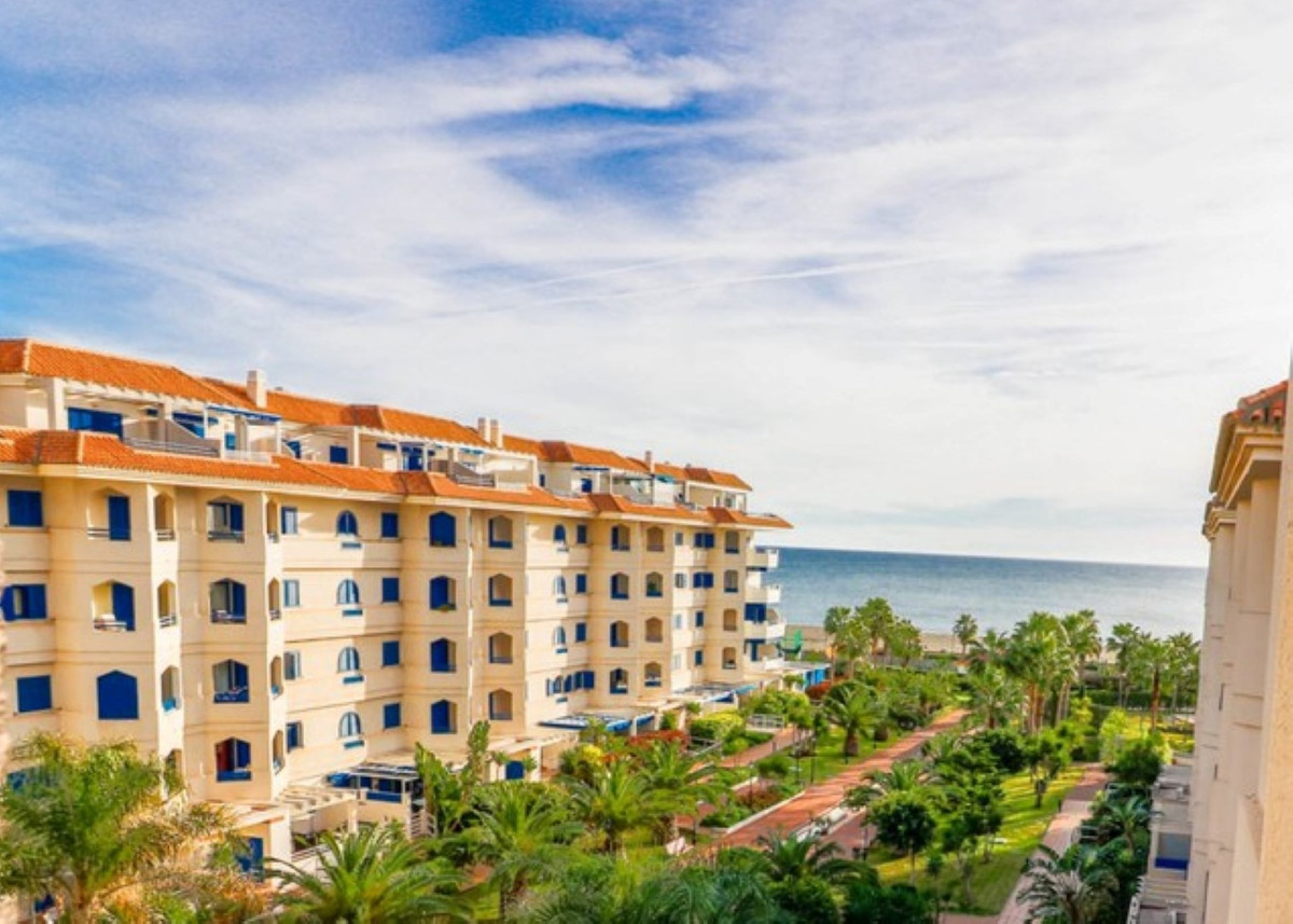 Live your Spanish dream in this beautiful 3 bedroom apartment set in this sought-after beachfront ur,Spain