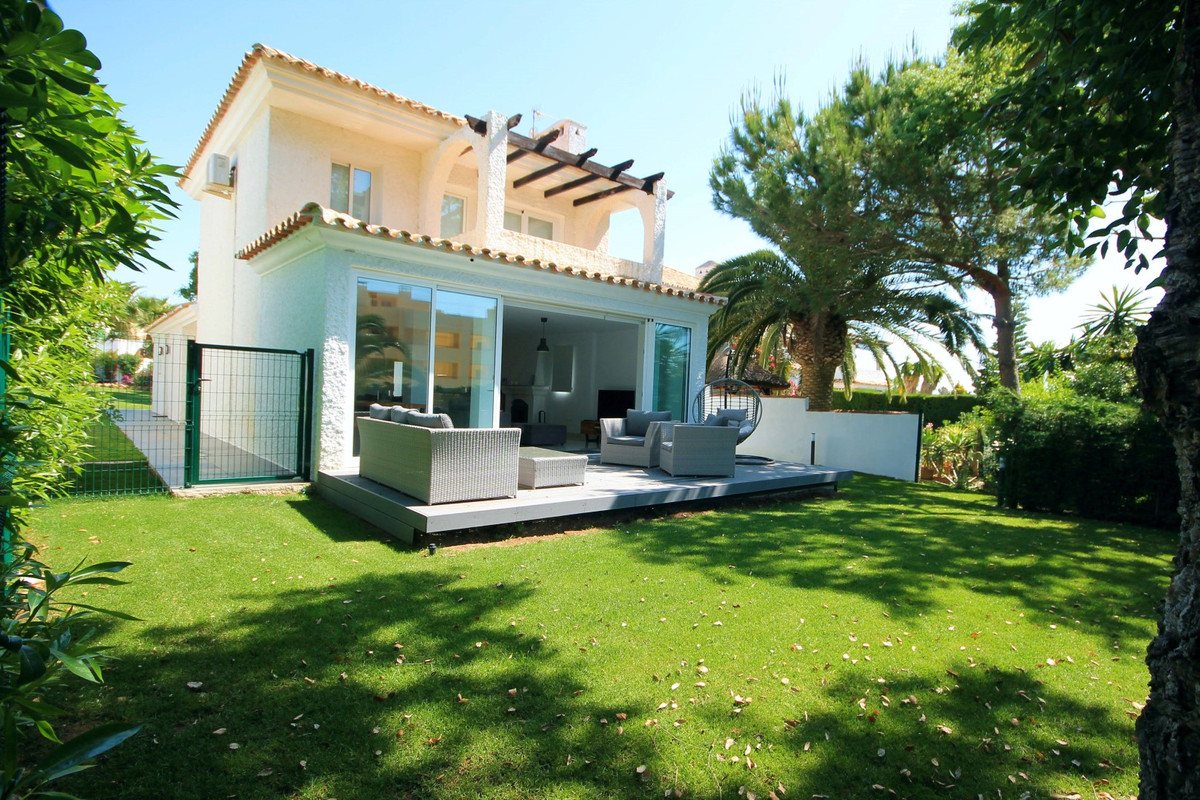 EXCLUSIVITY Lovely villa part of a small private community of 8 detached houses, tucked away in lowe,Spain