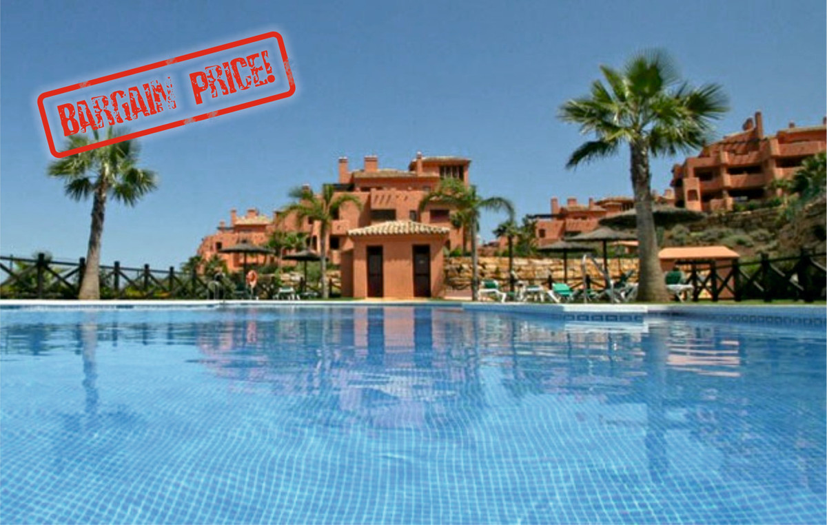 BACK ON THE MARKET AT BARGAIN PRICE!!! Well appointed top floor apartment part of a recently built g, Spain