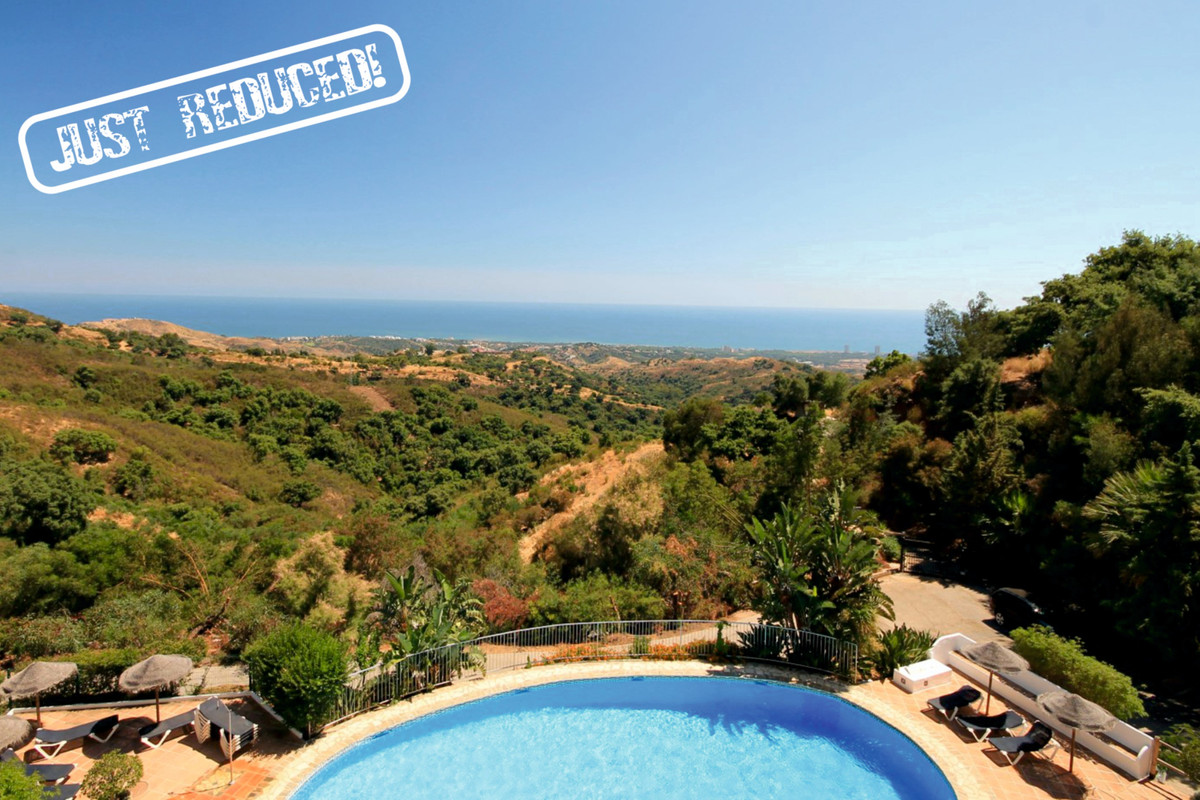 If you're looking for views, stop looking! This lovely south facing 2 bed duplex apartment (ori, Spain