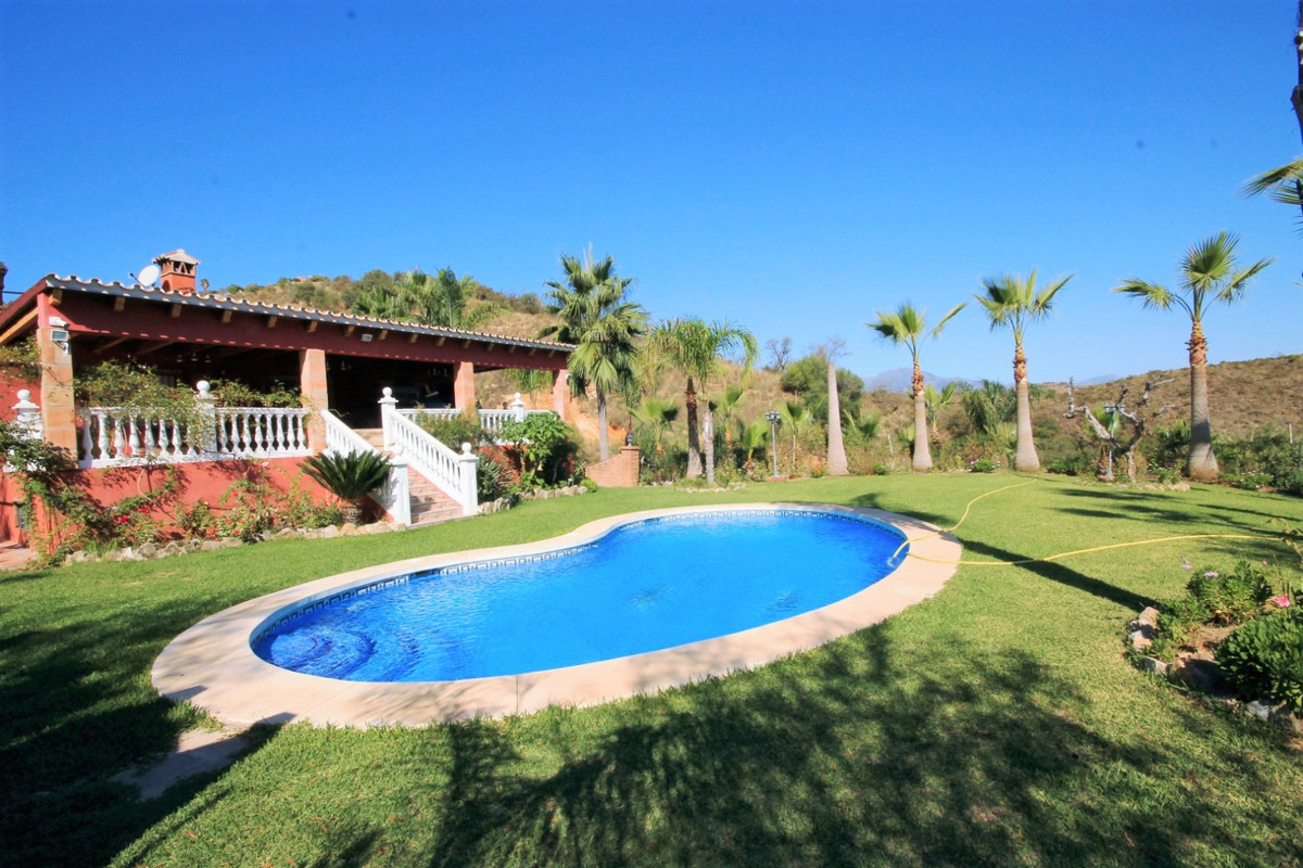 Lovely country house set between the picturesque Andalusian villages of Monda and Guaro, just a few , Spain