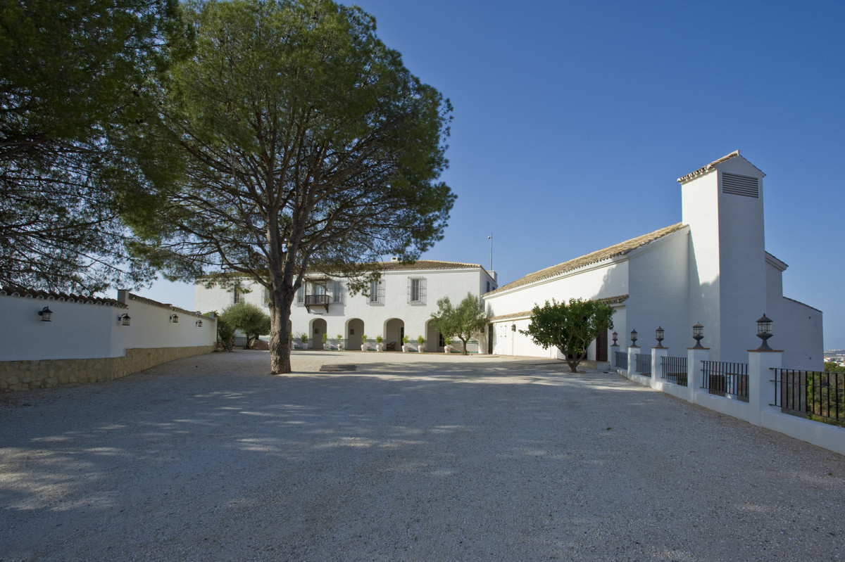 This is one of the best investment opportunities in Andalusia.  En exceptional Andalusian estate wit, Spain