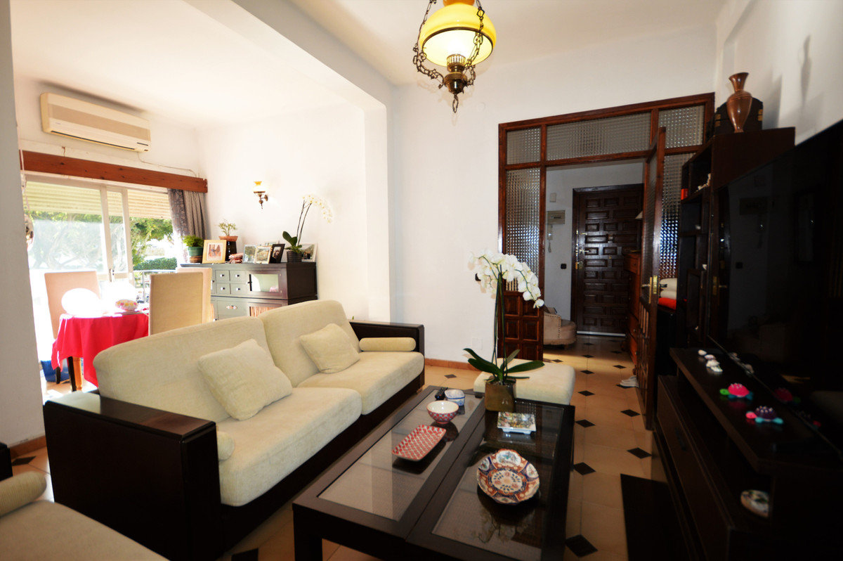 Apartment with excellent location a few minutes from the beach in Marbella center. The property is s,Spain