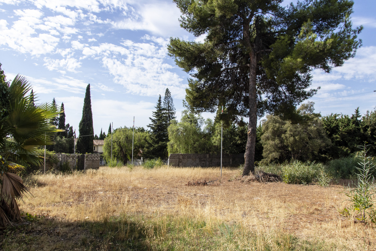 Excellent plot, totally flat with a formidable location, being in one of the most emblematic areas o, Spain