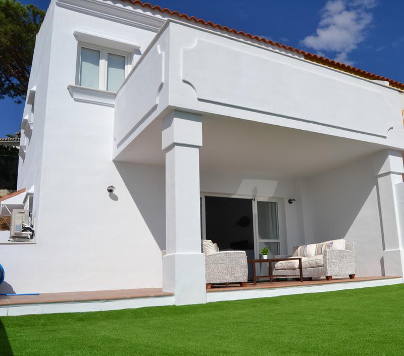 Property Artola 4