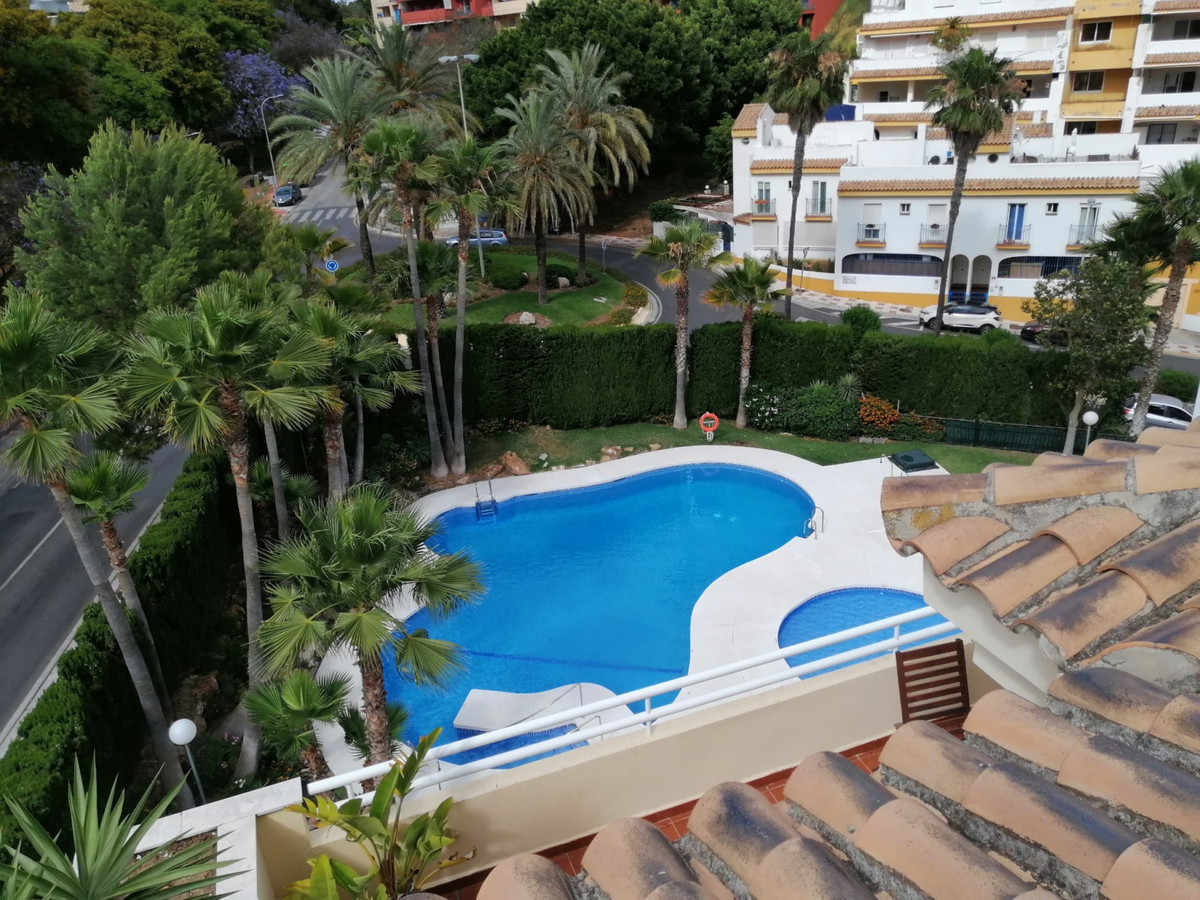 New Torrequebrada. 94m2 apartment built, good condition, 2 bedrooms, 14m2 master bedroom, second bed, Spain