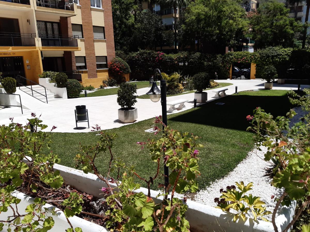 Marbella Banus Apartamento Planta Media en Venta en Marbella – R3702536