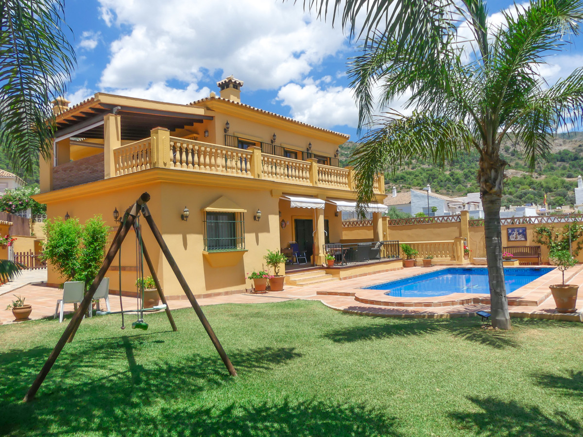 Villa with a lot of charm and built with the highest quality materials, ready to move into, all the ,Spain