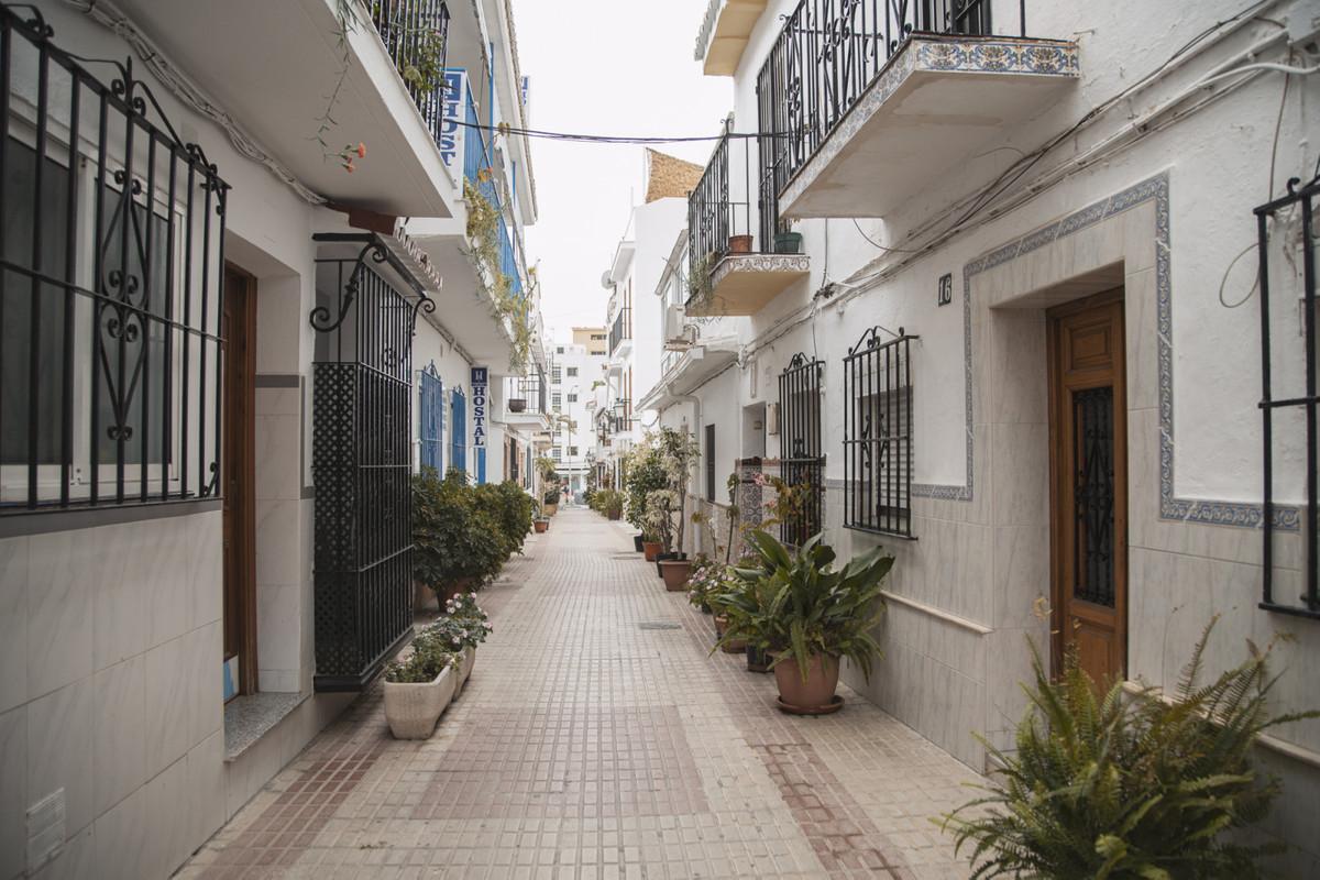 Apartment for Sale in Marbella – R3833203