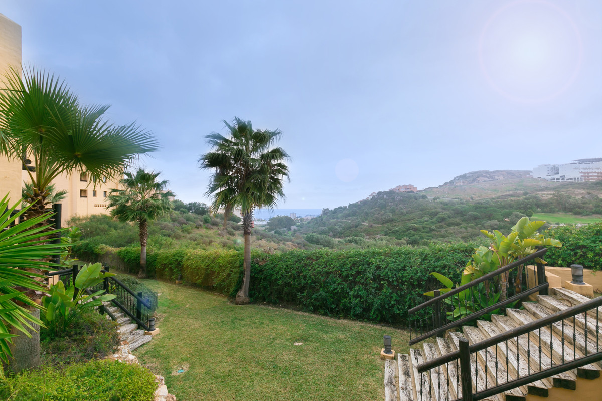 Good apartment located in Sabinillas with partial views of the sea and the golf course, close to all, Spain