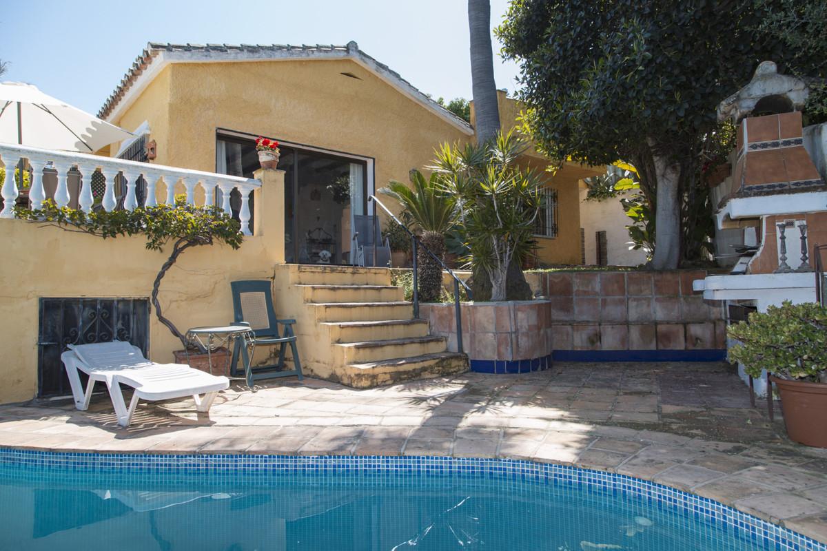 Detached Villa for sale in El Rosario R3703007