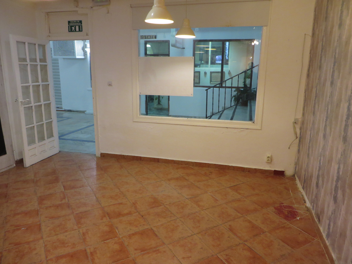 Commercial premises located in the area of Las Rampas of Fuengirola with 64m2.  Perfect for setting , Spain