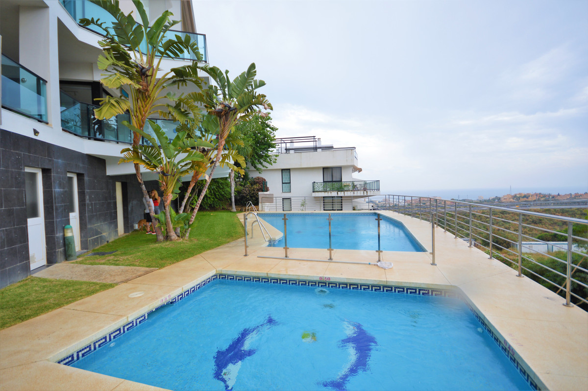 Fantastic apartment in modern urbanization with swimming-pool and gardens. A few minutes from the be,Spain