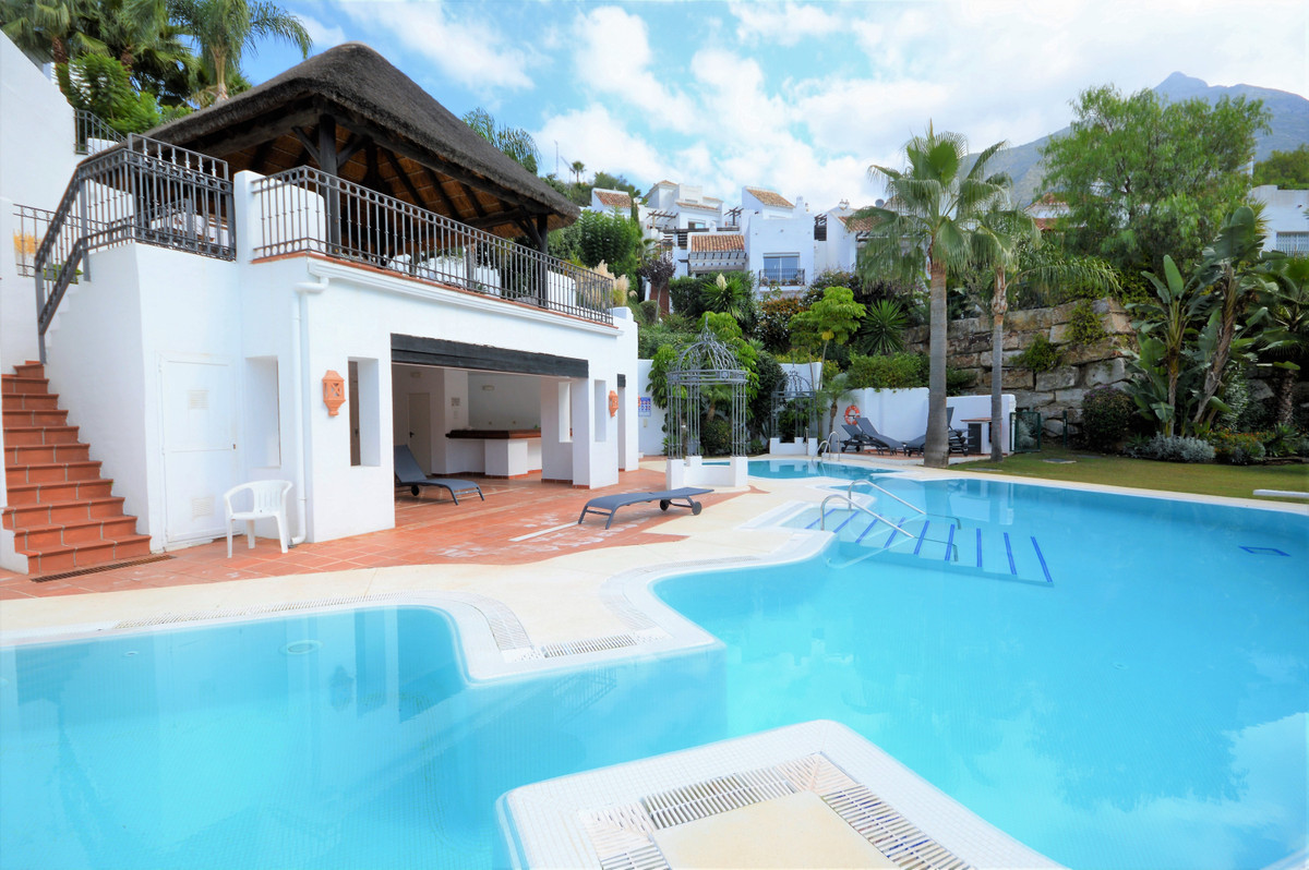 Quiet and private semi-detached, the house has two floors, in the first one a large living room of 7,Spain