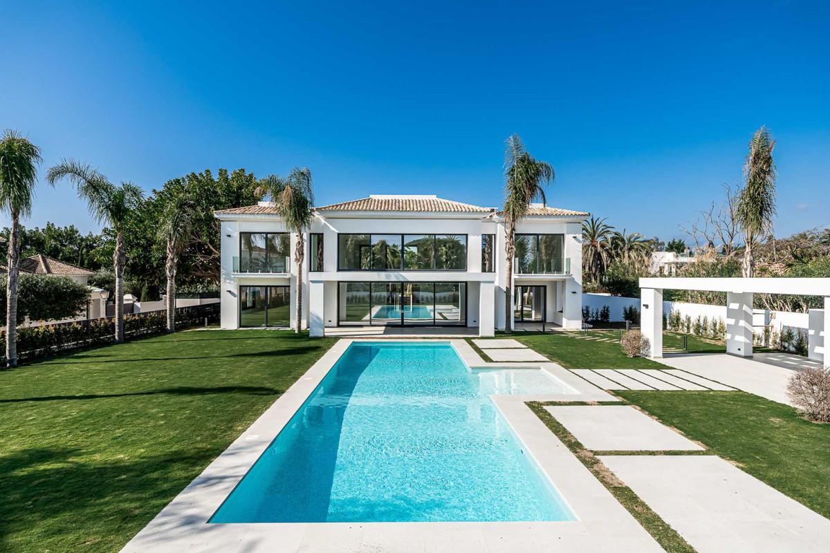 Villa Alegria is a brand new modern villa, located in one of the prestigious areas Casasola close to,Spain