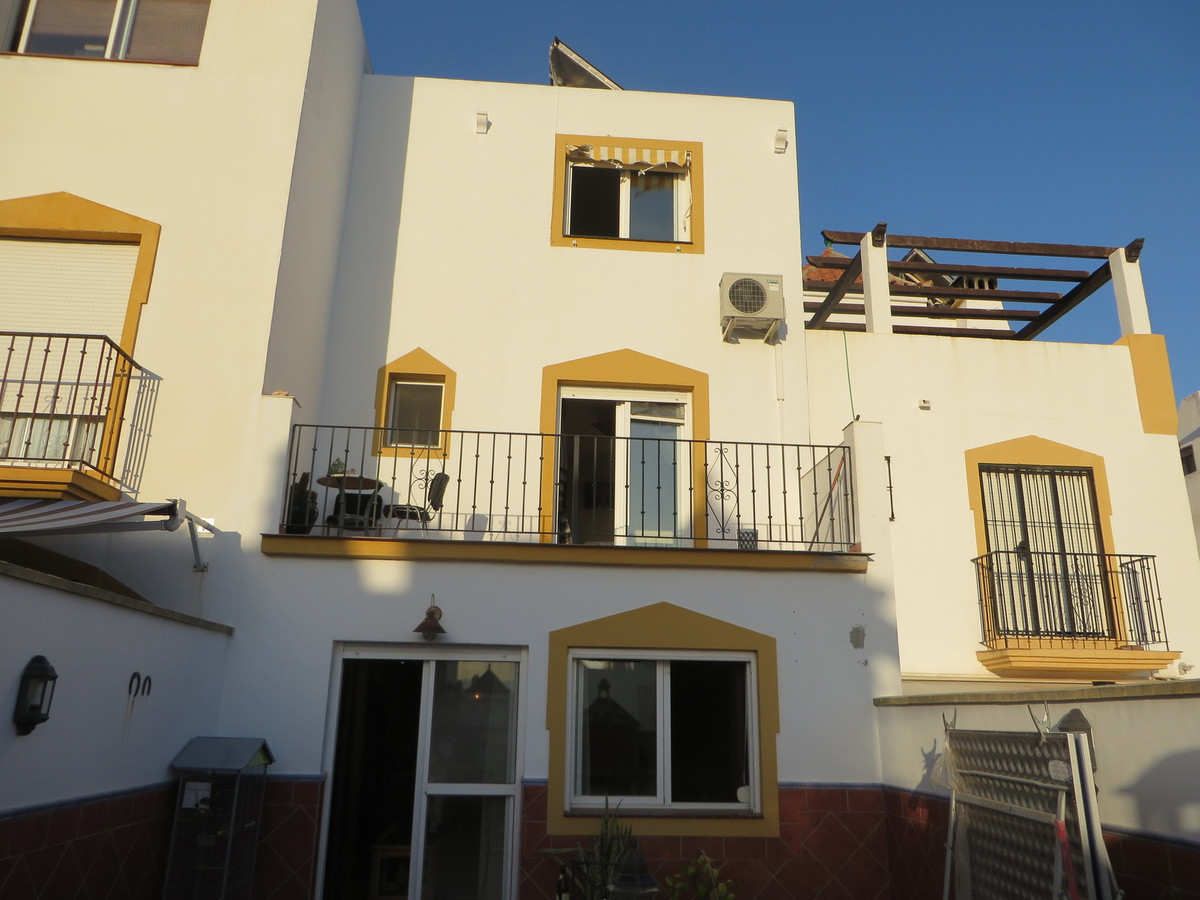 Lovely town house in Marbella, currently rented out this tenant can move out when a new purcher is fSpain