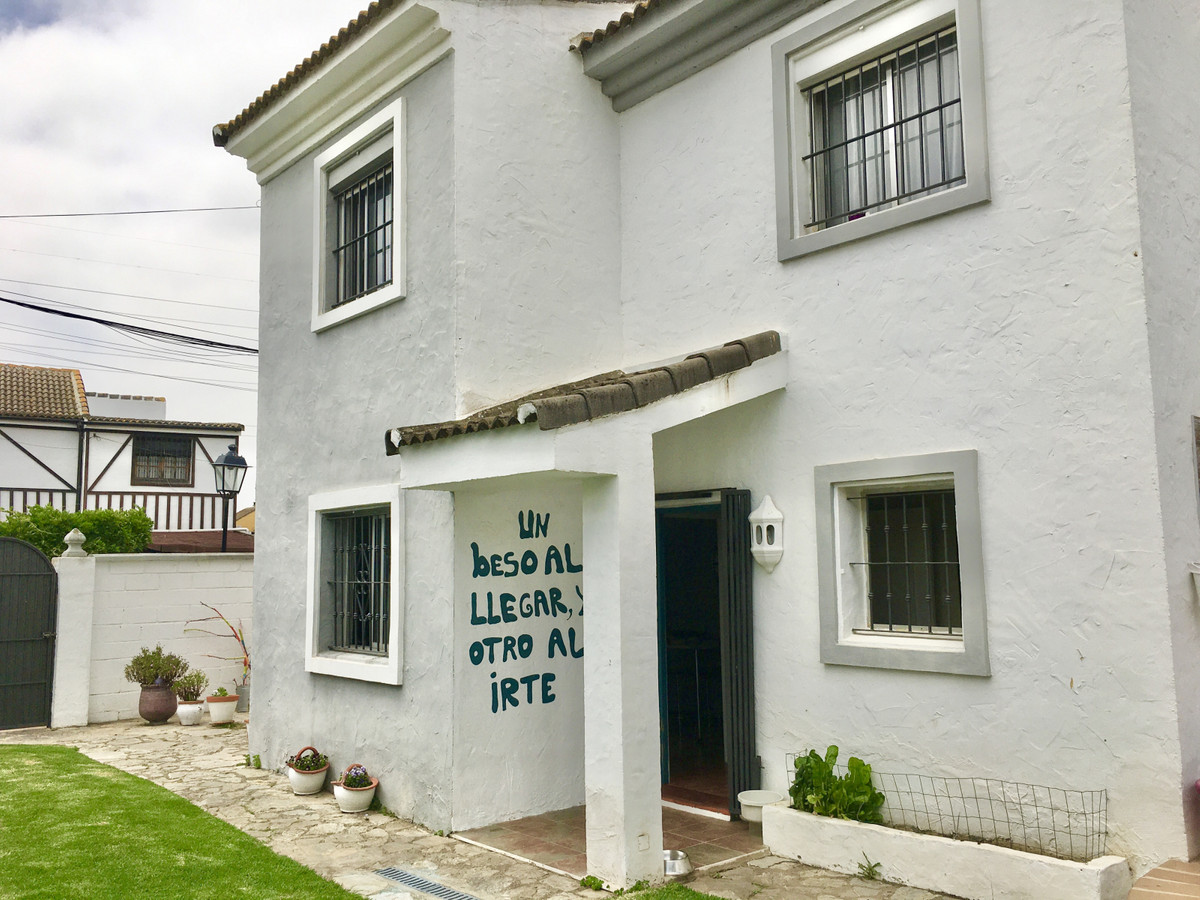 Spacious and bright villa located in the lovely residential area of Los Barrios, which is less than ,Spain