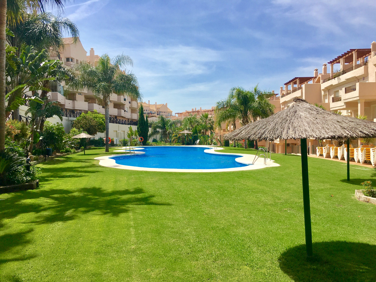 Bright well maintained two bedrooms apartment with beautiful open views over Duquesa golf course. Th,Spain