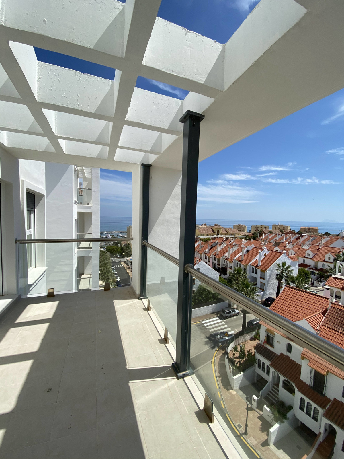 Top Floor Apartment for sale in Estepona R3649748