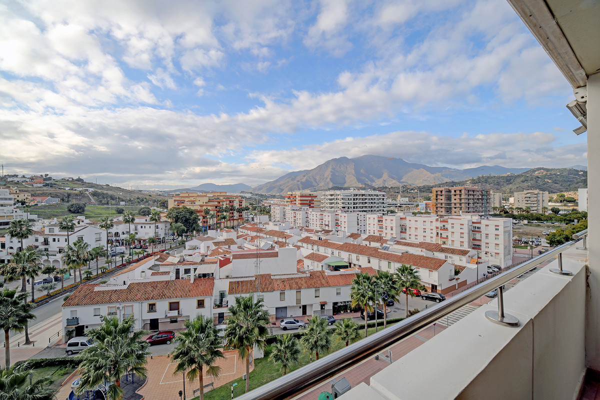 This spacious 2 bedroom/ 2 bathroom apartment is located on the 6th floor in the community of Parque, Spain