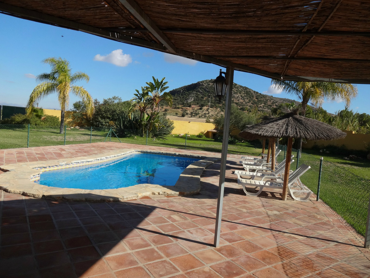 Plot with 2 independent houses on a 5000 m2 fenced plot. Each of them has its own pool and plot with, Spain