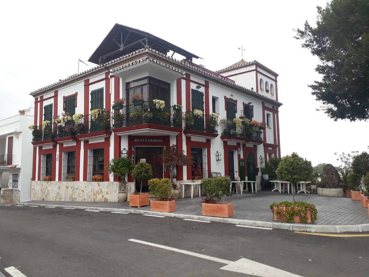 FREE HOLD business - Restaurant, Andalusian style building consist of warehouse , restaurant, an apa, Spain