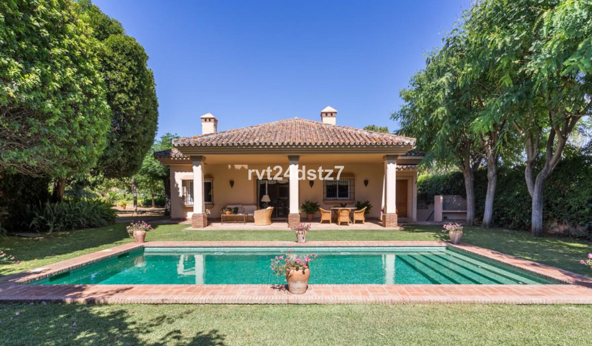 Fantastic private villa situated only 1 minute walk from the Real Club de Golf Guadalmina Club House, Spain