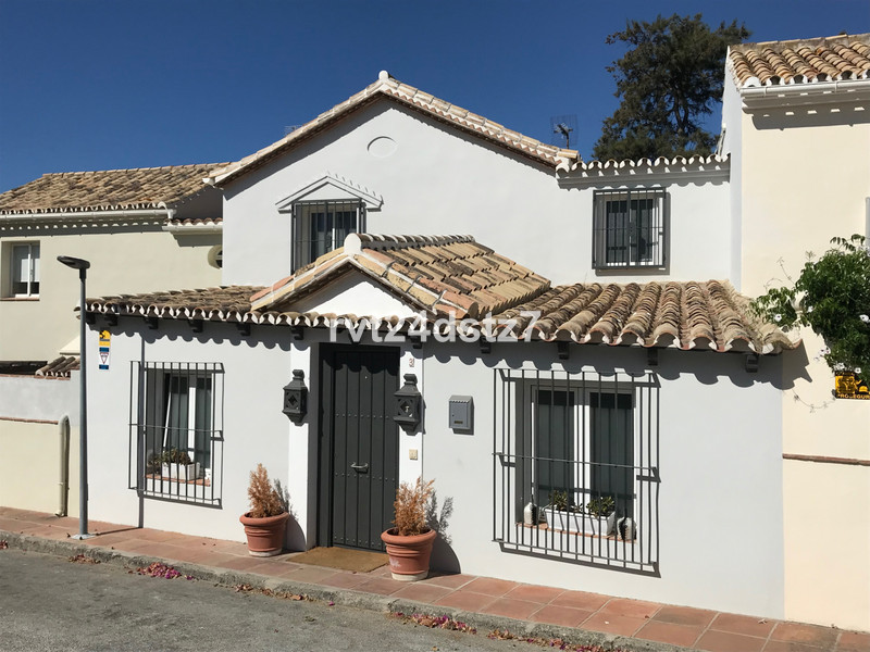 Townhouses for sale in Guadalmina 3