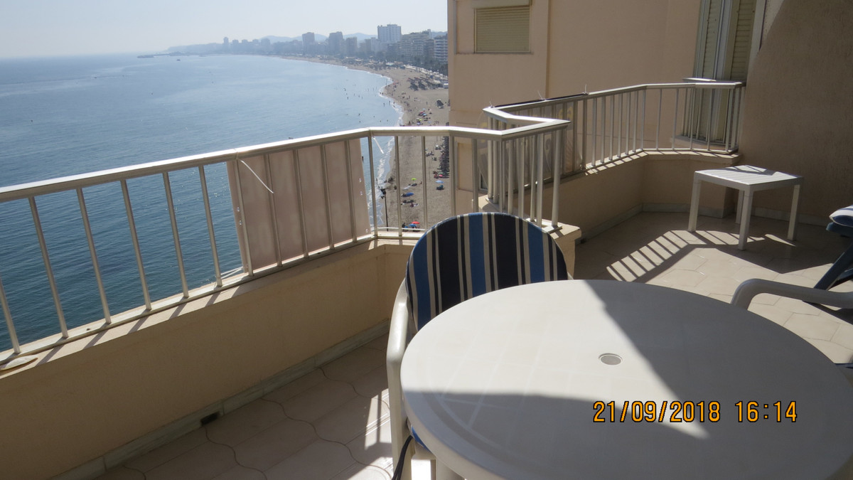 Large 2 bedrooms and 1 bathroom Front Line Beach apartment in Torreblanca (Fuengirola). It has a sun,Spain