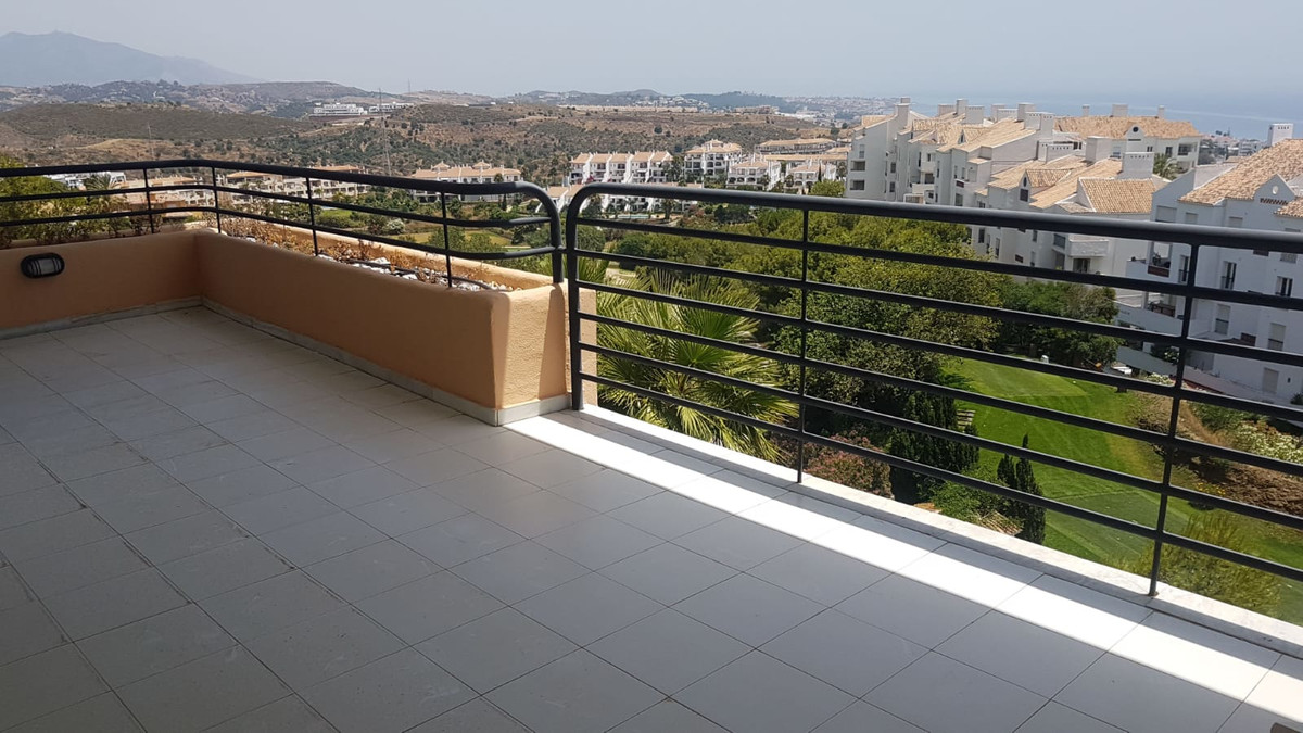 STUNNING PENTHOUSE DUPLEX WITH IMPRESSIVE PANORAMIC  VIEWS Bright three bedroom penthouse duplex apa, Spain