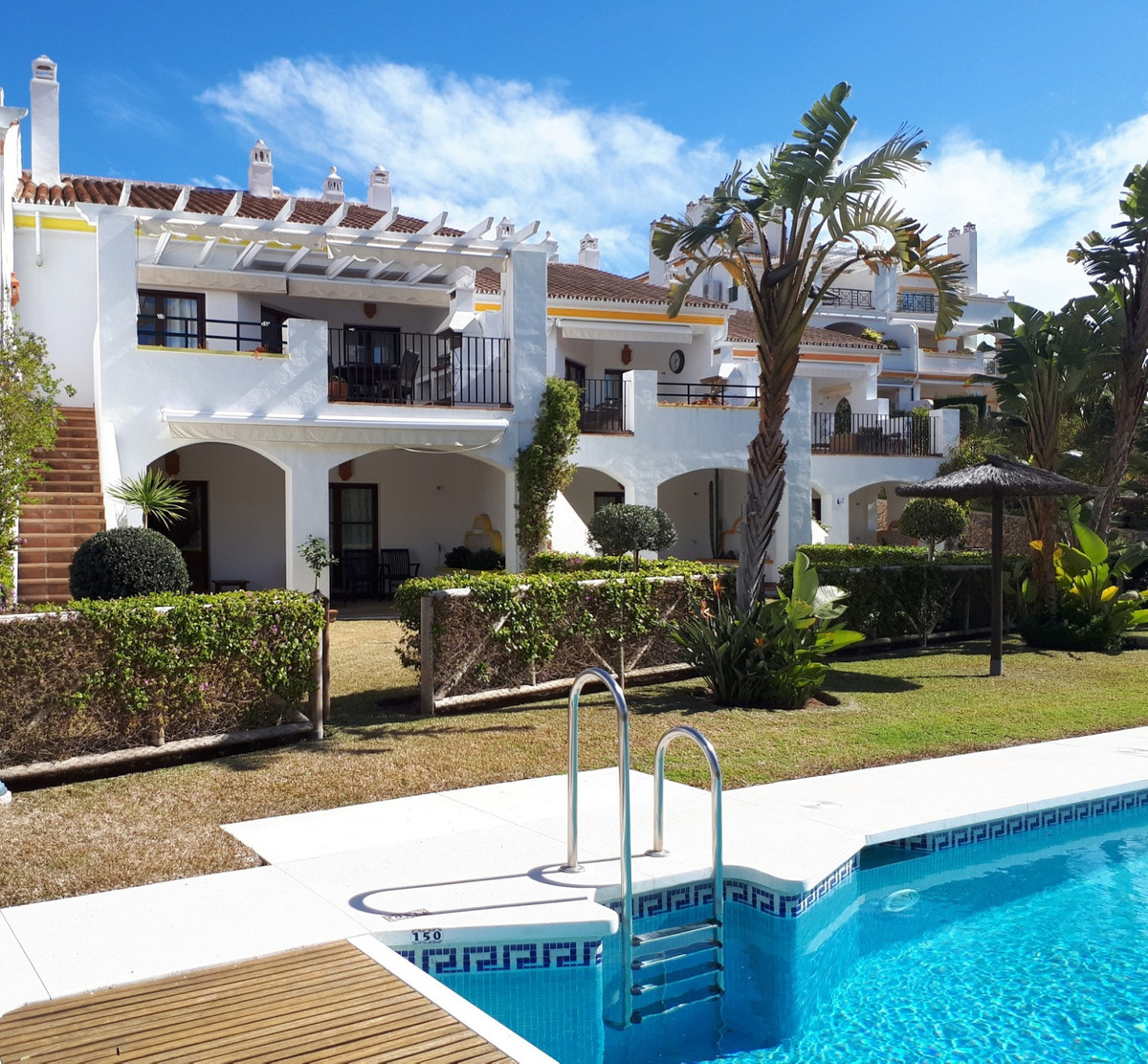 FRONTLINE MIRAFLORES GOLF COURSE This spacious and bright townhouse is located in the heart of the q,Spain