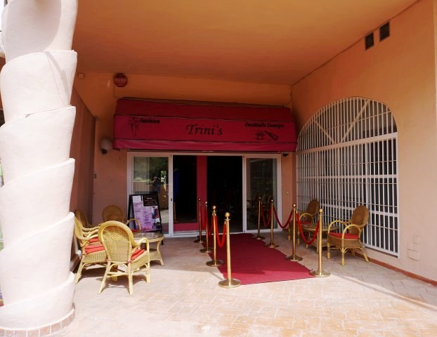COMMERCIAL PREMISES FOR  RENT - C.C LOS CIPRESES - CALAHONDA  Spacious commercial premises located i, Spain
