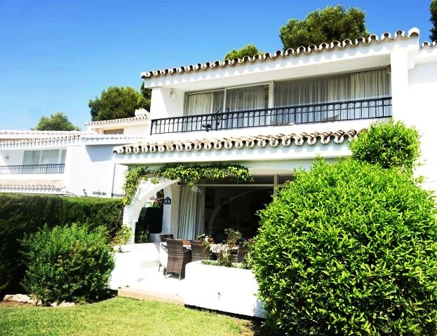 OPPORTUNITY - STUNNING SEMI DETACHED HOUSE WALKING DISTANCE TO THE BEACH AND AMENITIES  This wonderf,Spain