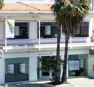 BUSINESS AND ALL TYPES OF ACTIVITIES PREMISES LOCATED IN CALAHONDA  Composed of two floors, 54 m2 gr,Spain