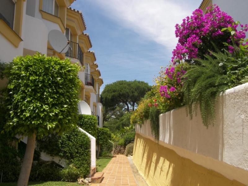 Apartamento Planta Media en venta, Calahonda – R3538291