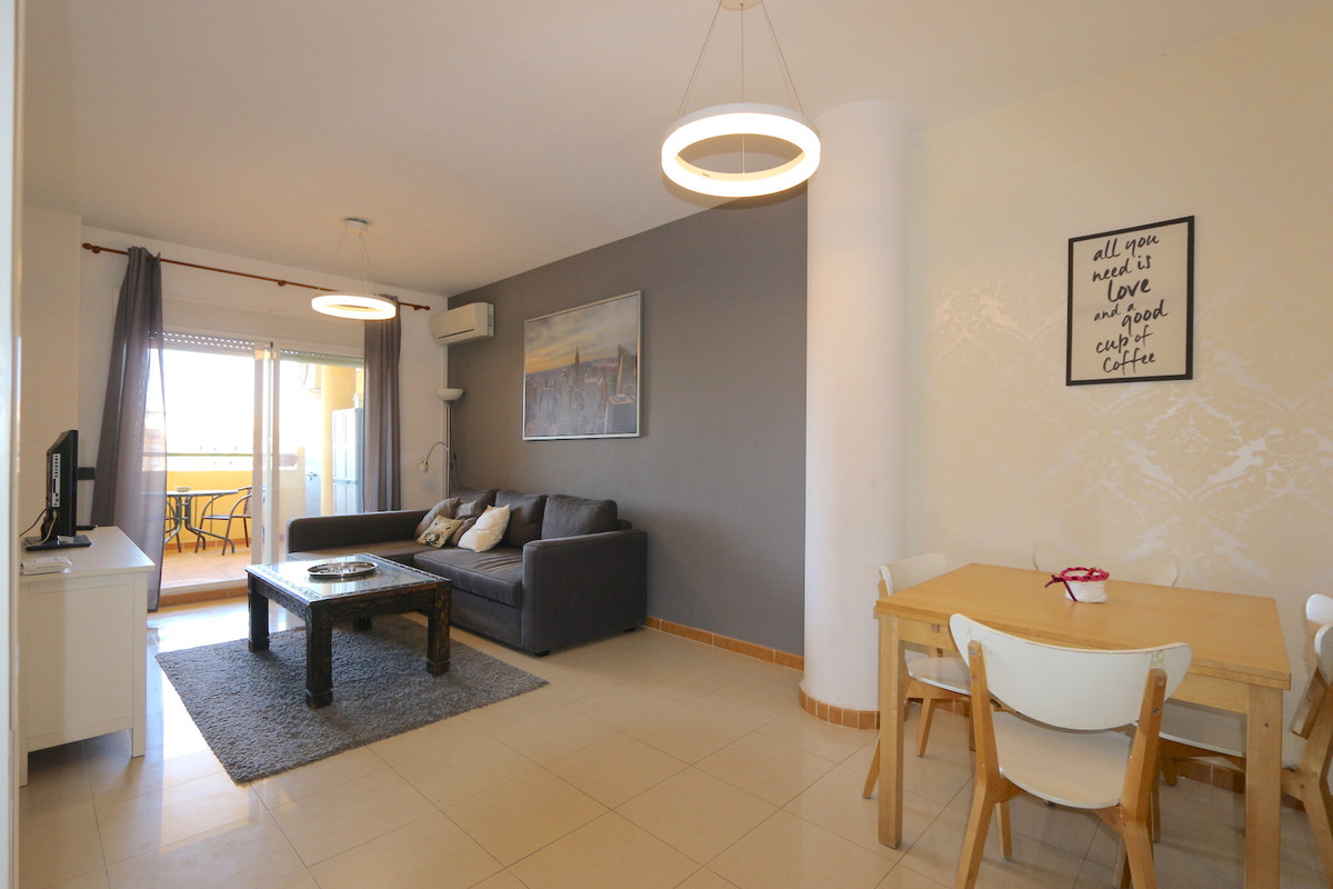 Middle Floor Apartment, Los Pacos, Costa del Sol. 2 Bedrooms, 2 Bathrooms, Built 103 m², Terrace 20 , Spain
