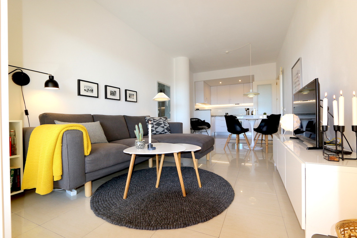 In the well-known Soler condominium in Los Pacos, a modernized 103m2 apartment for sale! This specta, Spain