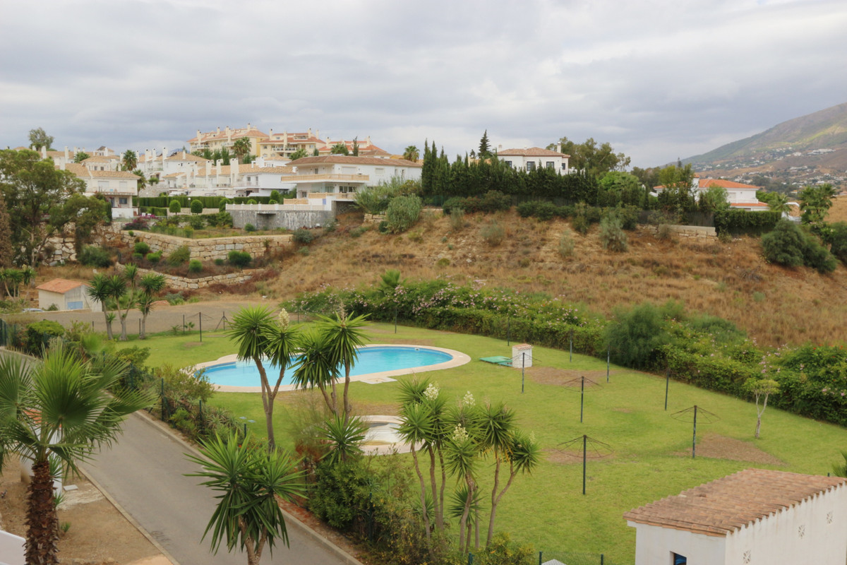 Now available in Mijas beautiful 1st floor apartment with spectacular views of the mountains! This b, Spain