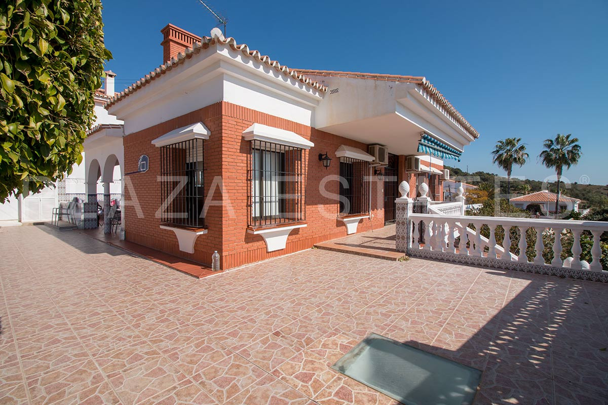 Spacious villa for sale in Chilches Costa, with a perfect location near the main communications and ,Spain