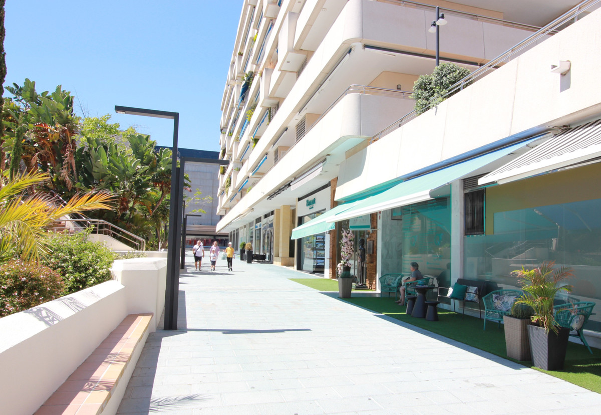 Modern renovated luxury shop in Marina Banus., Spain