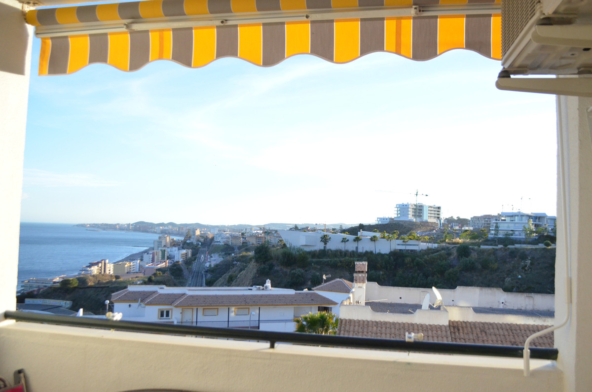 Very sunny apartment, west facing, 2 bedrooms and 1bathroom, fitted kitchen, air conditioning parkin,Spain