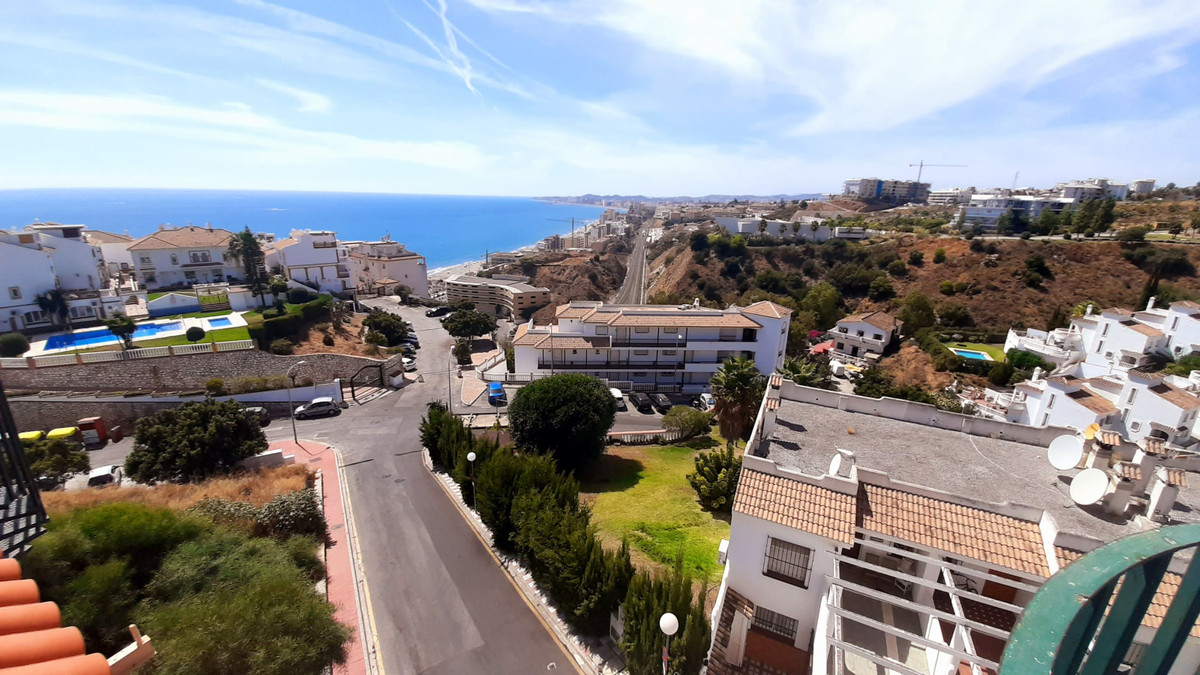 Beautiful penthouse near the sea, with a large terrace roof terrace with panoramic  sea and  mountai, Spain