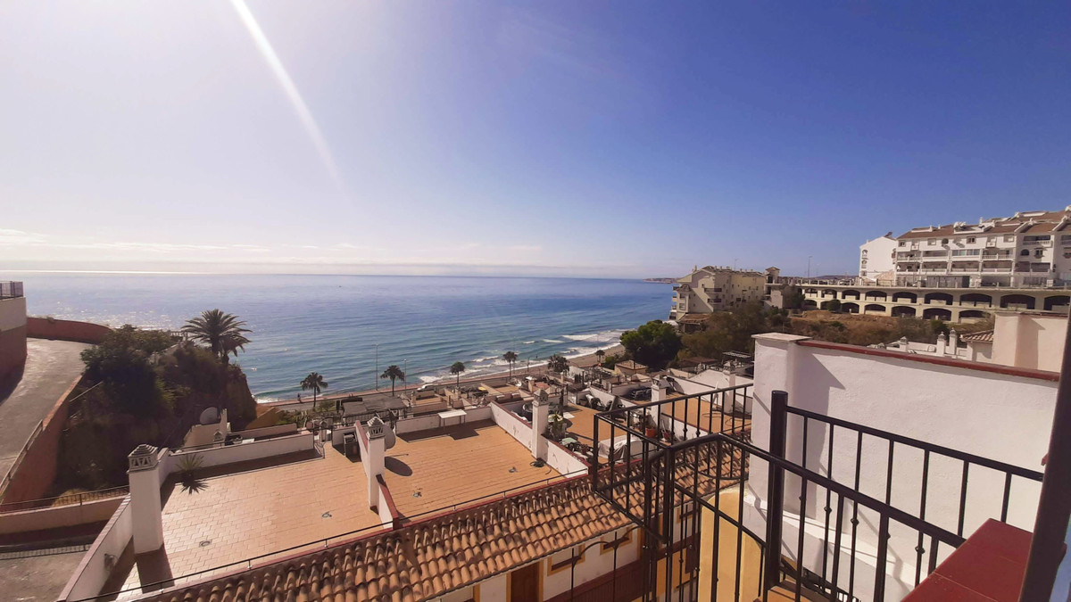 Front line Penthouse, lovely sea views, close to the bus and train station, roof terrace, two bedroo,Spain