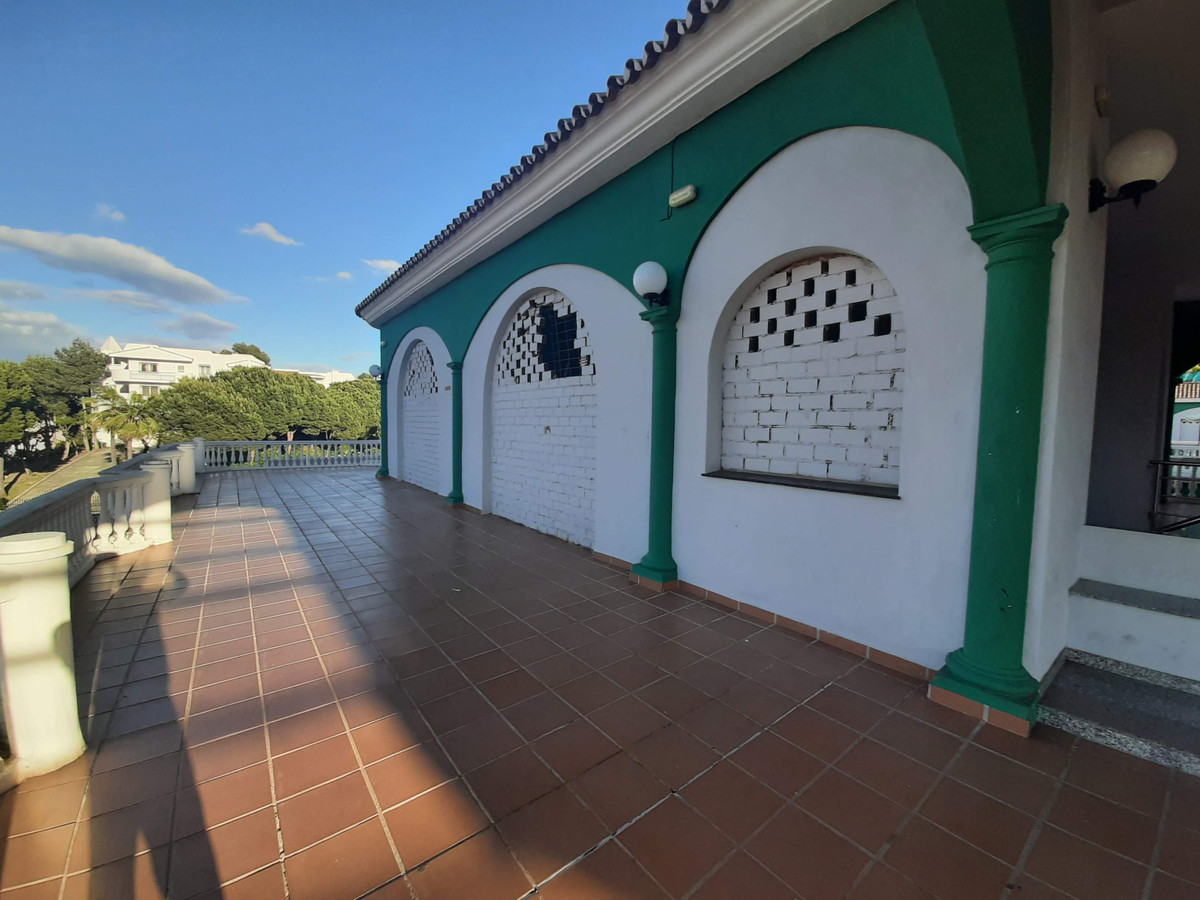 A large local for sale in a popular commercial area  with good potencial, Ideal for a variety of use,Spain