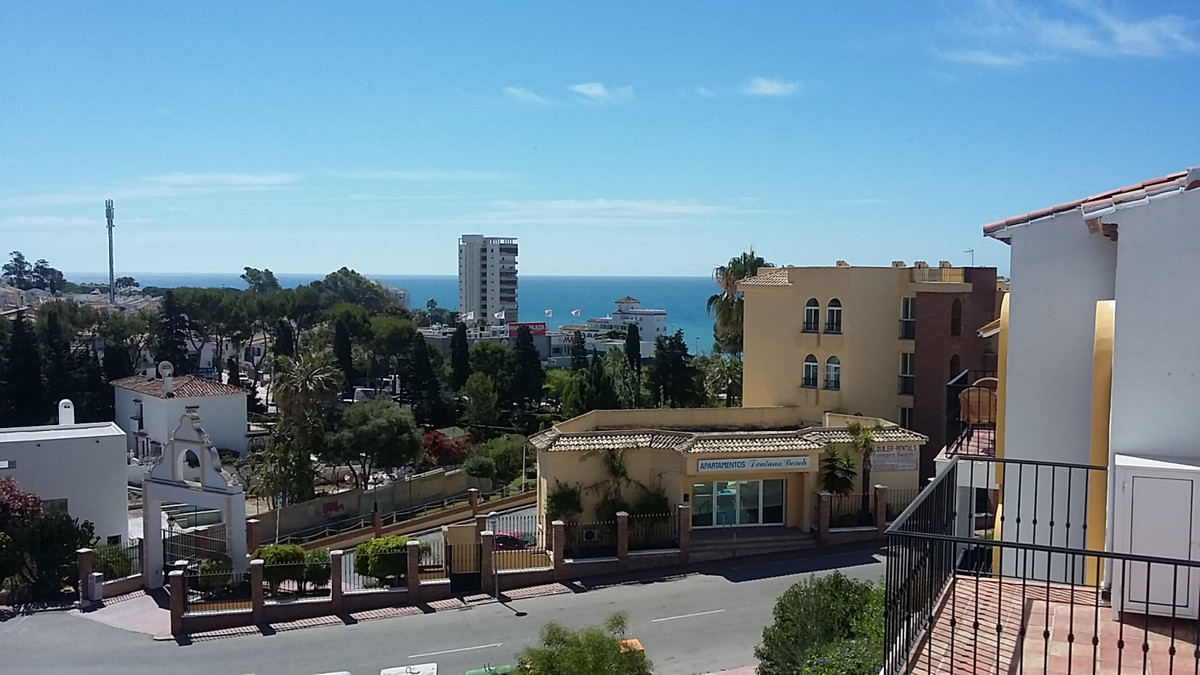 Penthouse completely renovated, very close to the beach and shopping center. has a bedroom with bath,Spain