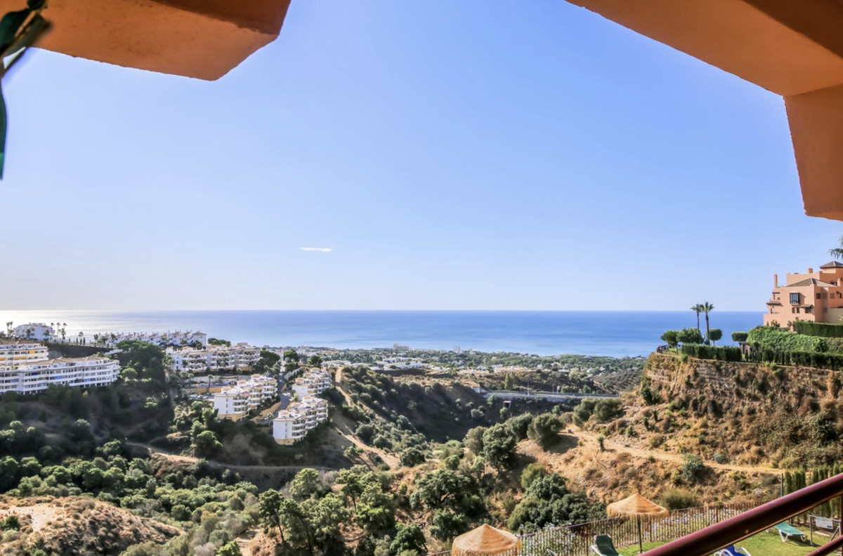 Middle Floor Apartment for sale in Calahonda R2751812